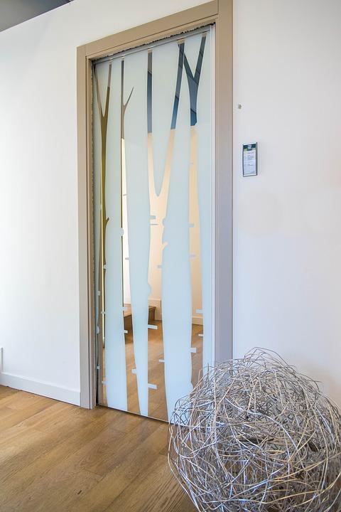 Плъзгаща стъклена врата